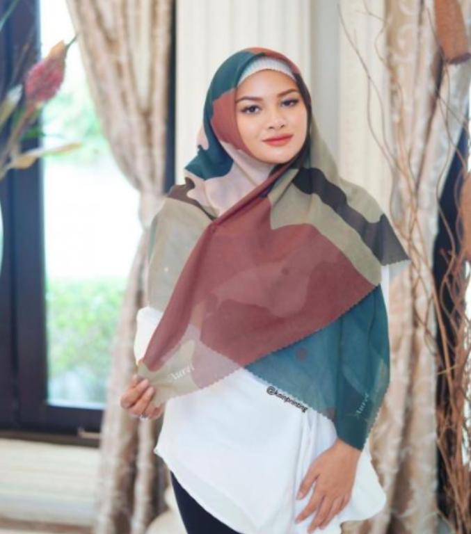 Belajar Berhijab, Aurel Hermanyah Akui Risih Pakai Baju Terbuka